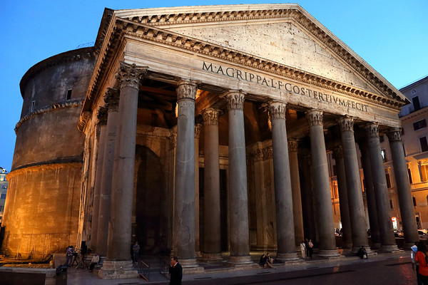 The Pantheon... My favorite building in Rome.